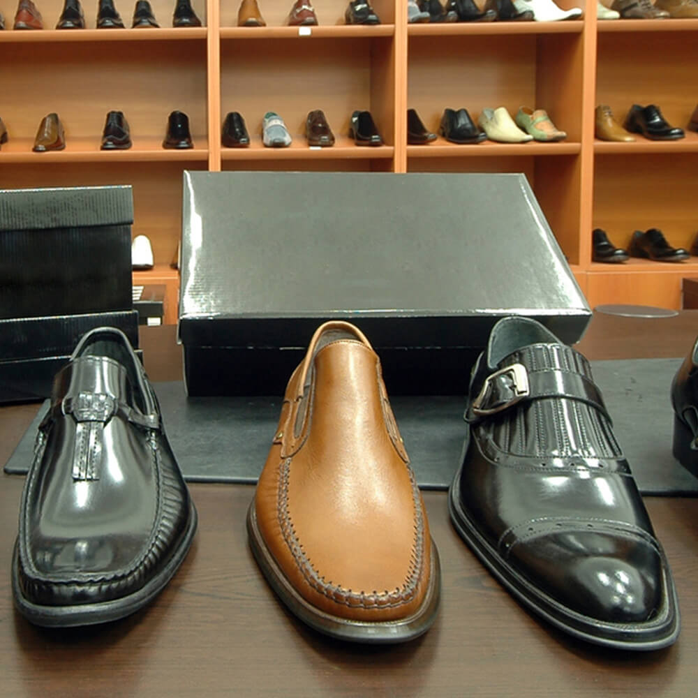 Image with 3 single shoes