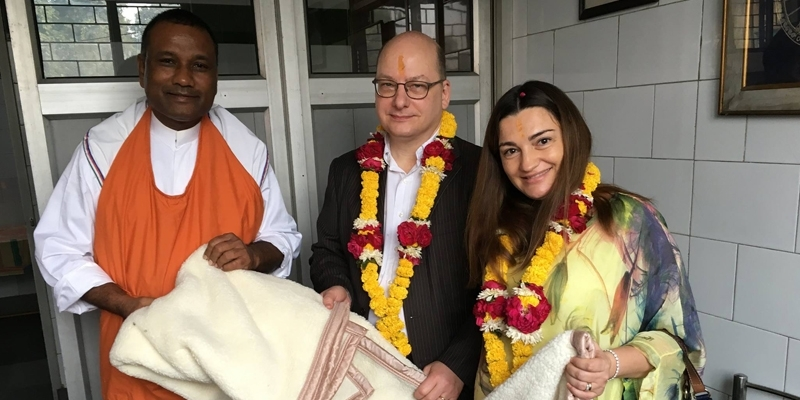 Wilhelm Textiles India donates warm blankets for those in need